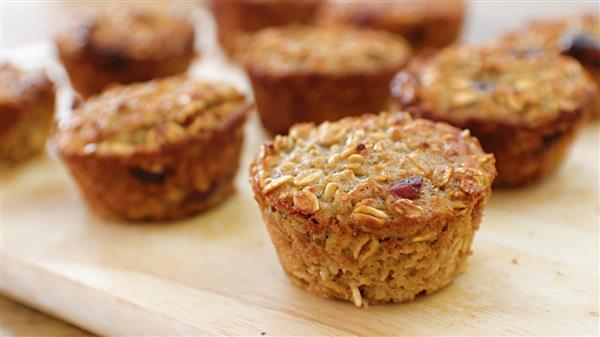 Easy and Healthy Apple Oatmeal Muffins Recipe