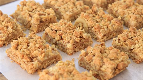 Apple Pie Bars Recipe | Apple Crumble Bars